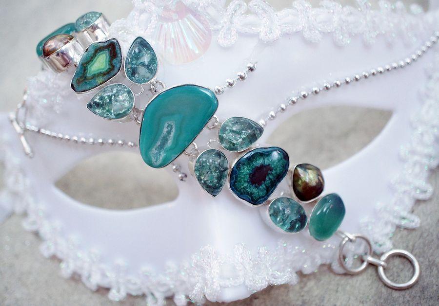 Srebrna bransoletka z kamieniem