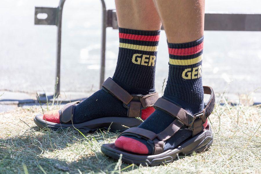 Modowe wpadki wszechczasów skarpety sandały